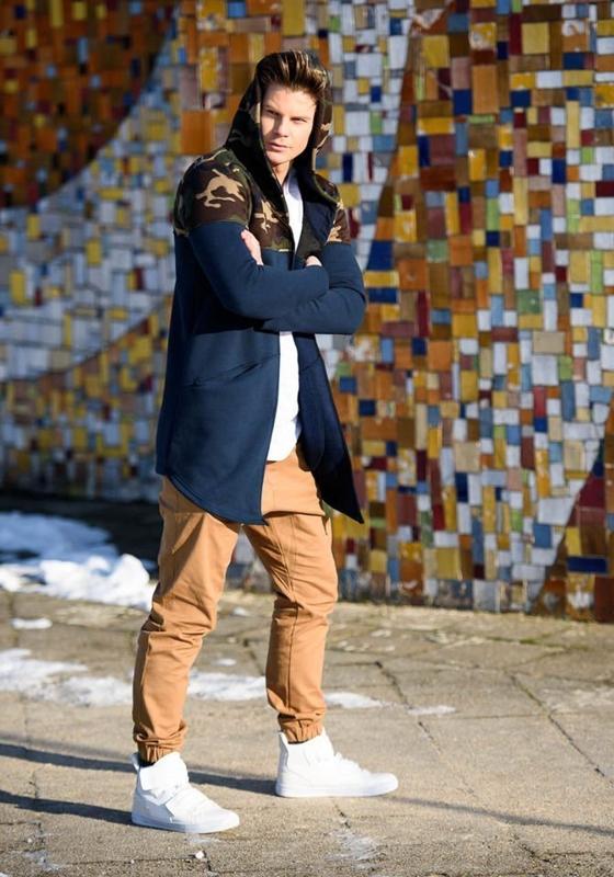 Stylizace č. 149 - mikina s kapucí, tričko, jogger kalhoty, tenisky